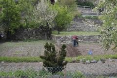 Vaujany-226-Man-die-tuin-bewerkt