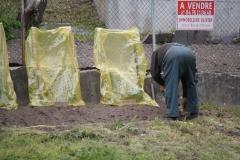 Vaujany-233-Man-die-tuin-bewerkt