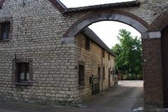 Eys-en-omgeving-114-Doorkijk-op-binnenplaats-boerderij