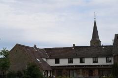 Margraten-082-Boerderij-van-mijn-oma-en-opa-en-Sint-Barbarakerk-in-Scheulder
