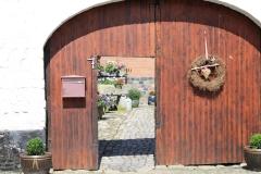 Simpelveld-184-Doorkijk-op-binnenplaats-van-een-boerderij