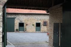 Simpelveld-Doorkijk-op-binnenplaats-boerderij-1