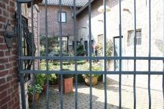 Ubachsberg-005-Gevangen-binnenplaats