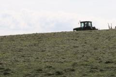 Klimmen-Termaar-008-Tractor-met-hooiwender