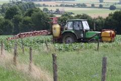 Klimmen-Termaar-070-Tractor-met-spuitinstallatie