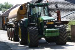 Bosschenhuizen-Tractor-met-mestverspreider-1