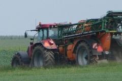 Meerssen-Raar-057-Tractor-met-spuitinstallatie