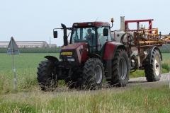 Meerssen-Raar-063-Tractor-met-spuitinstallatie